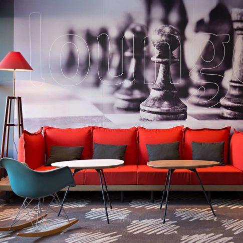 intérieur canapé rouge hôtel ibis lorient le pochat photographe
