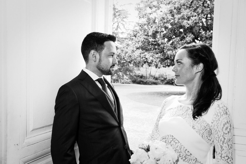 lorient mariage photographe noir et blanc regards croisés