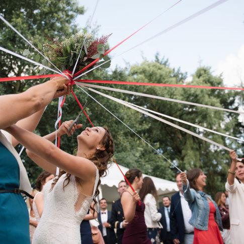 photographe mariage lorient bouquet ruban